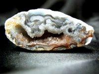 願望を実現させるアゲートジオード石!!繊細な結晶の集合体